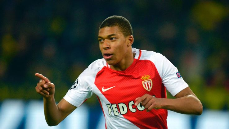 Mbappe in serious knee injury scare
