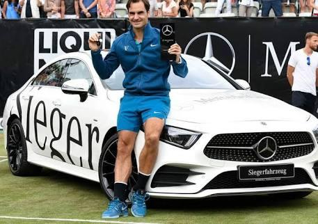 Federer marks world number 1 with 98th title in Stuttgart