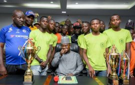 Gov Bello gives scholarship to victorious Kogi handball teams